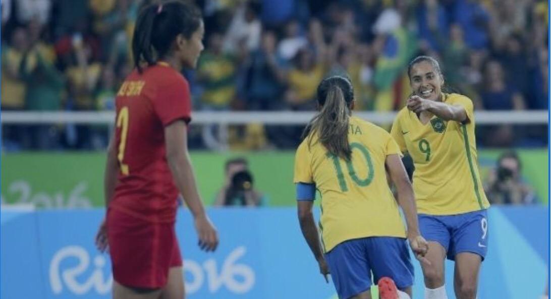 Se os homens mostrarem a tranquilidade das mulheres na estreia meio caminho  estará andado para a Seleção Brasileira que 7d99e42318c07